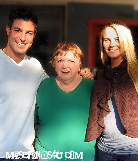 Jeff Scroder, mom, and Jordan Lloyd - Big Brother 11