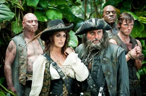 Angelica (PENÉLOPE CRUZ) and Blackbeard (IAN McSHANE) in search of the fabled Fountain of Youth in the jungles of a tropical island, along with zombie officers Quartermaster (IAN MERCER) and Gunner (DeOBIA OPEREI), and captive missionary Philip Swift (SAM CLAFLIN).