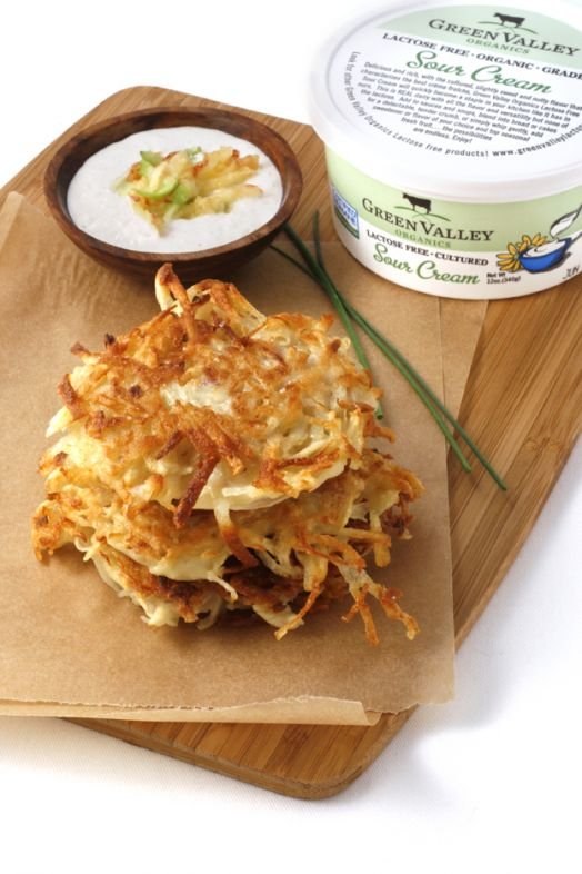 RED ONION AND RUSSET POTATO LATKES WITH CINNAMON APPLE SOUR CREAM