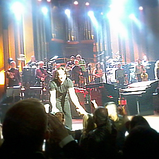 Yanni thanks the Seattle crowd - Benaroya May 2011
