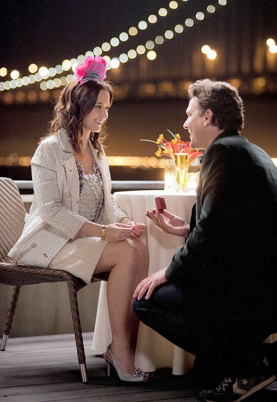 Tom Solomon (JASON SEGEL) pops the question to Violet Barnes (EMILY BLUNT) in The Five-Year Engagement.