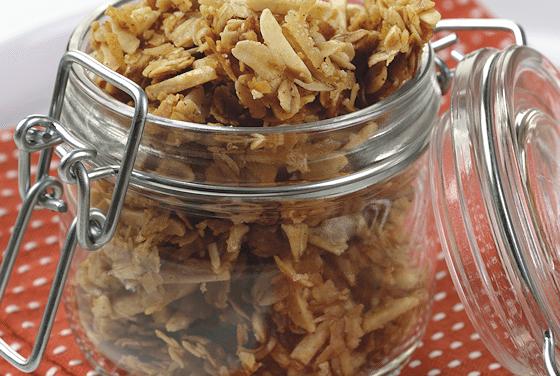 Recipe: Homemade Granola – Coconut Almond Crunch Snack Mix