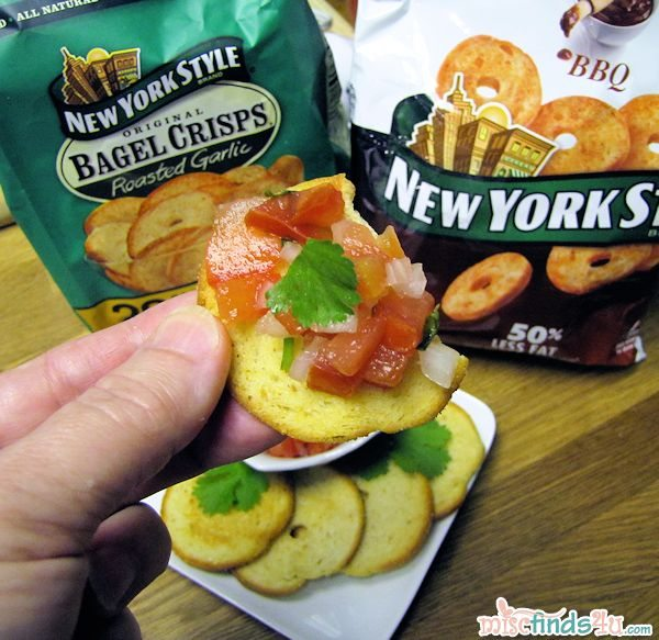 New York Style Bagel Crisps - Roasted Garlic with Pico de Gallo