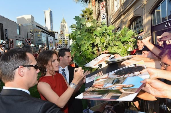 "Jen Garner signs autographs for fans at the Premiere of Walt Disney Pictures' ""The Odd Life Of Timothy Green"" at the El Capitan Theatre on August 6, 2012 in Hollywood, California."