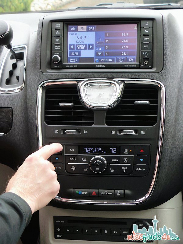 Chrysler Town & Country Comfort - Easy to reach and use controls from the driver's seat