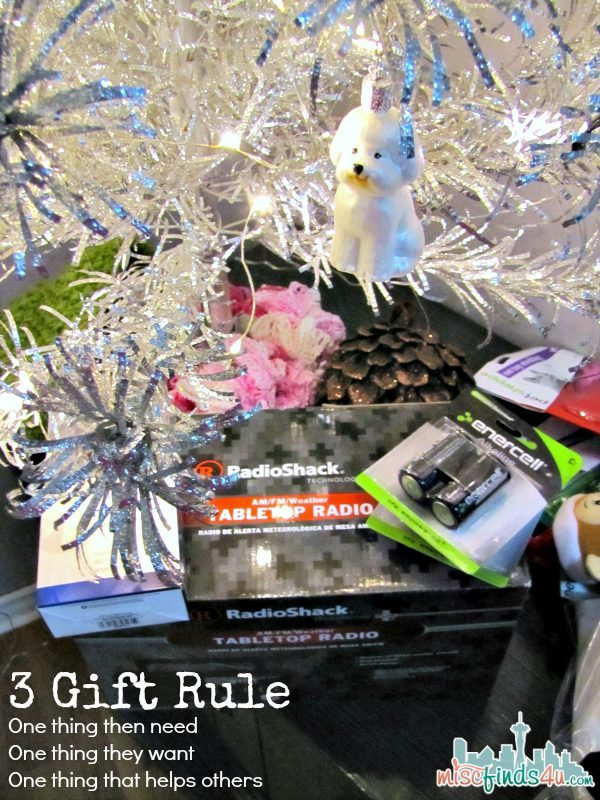 Three Gift Rule - Gifts for the Techie - RadioShack Tech Gifts  #RadioShack #MC