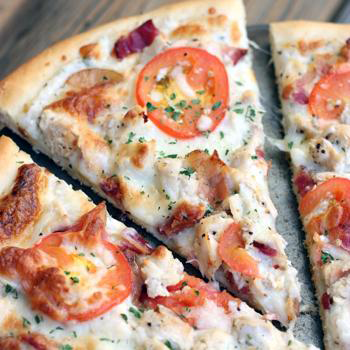Garlic Ranch Chicken Pizza by I Heart Naptime