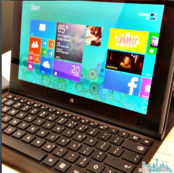 Add even more functionality to the Nokia Lumia 2520 Tablet with the Nokia Power Keyboard.