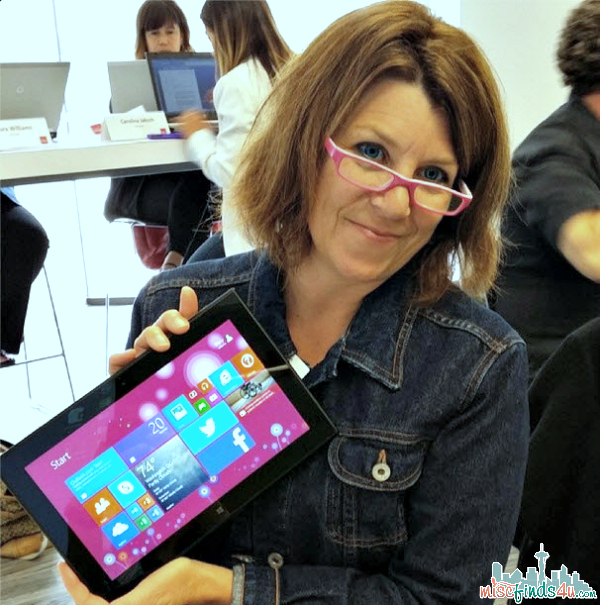 @alaskatracy showing off her Verizon Nokia Lumia 2520  - she loves the purple!