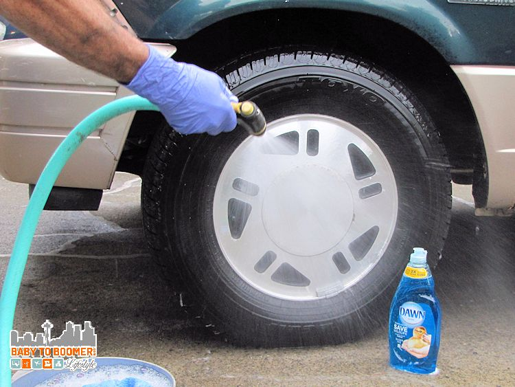 Dawn Detergent in the Garage easy wheel cleaning - Dawn Cleaning Tips: Garage Uses - Cleaning Wheels #DawnBeyondtheSink #DDDivas ad