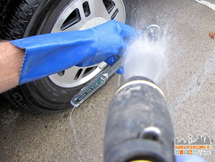 Dawn Detergent in the Garage rinsing Dawn Cleaning Tips: Garage Uses -#DawnBeyondtheSink #DDDivas ad