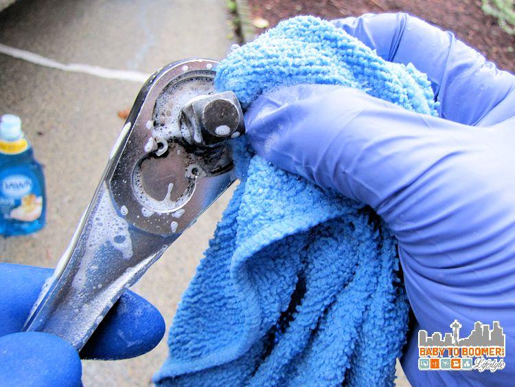 Dawn Detergent in the Garage scrubbing Dawn Cleaning Tips: Garage Uses -#DawnBeyondtheSink #DDDivas ad