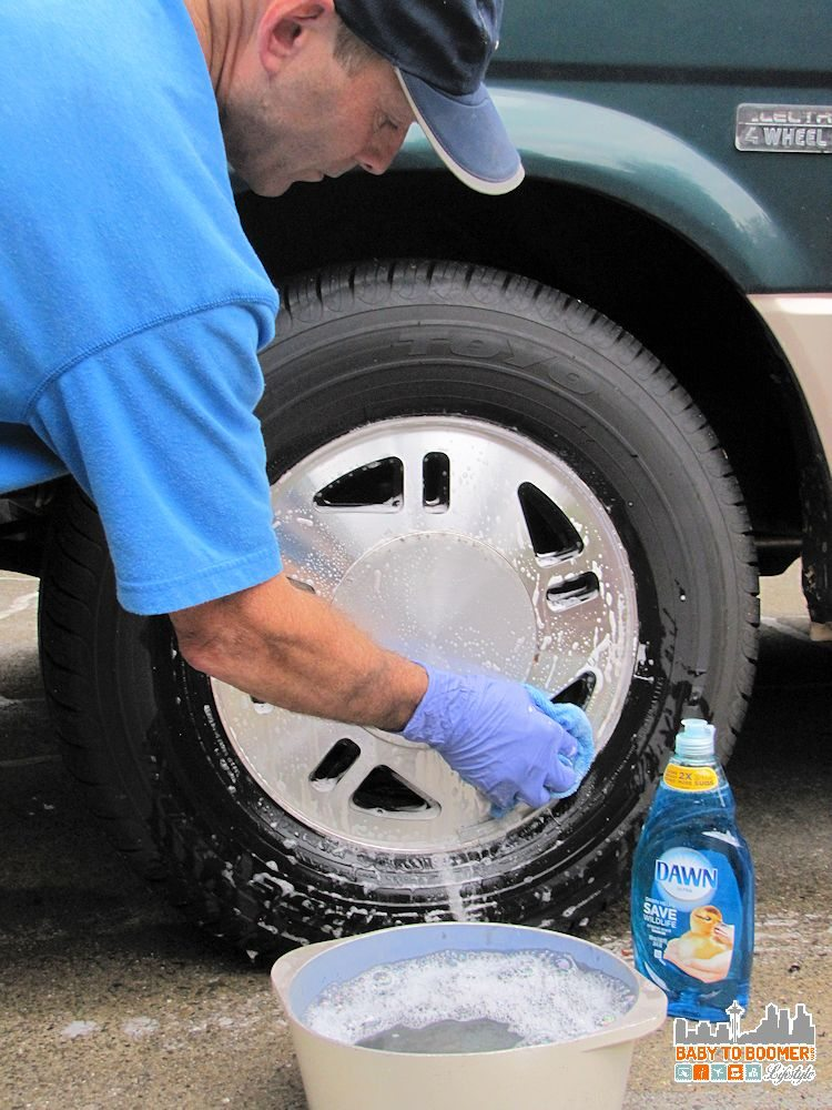 Dawn Cleaning Tips: Garage Uses - Cleaning Wheels #DawnBeyondtheSink #DDDivas ad