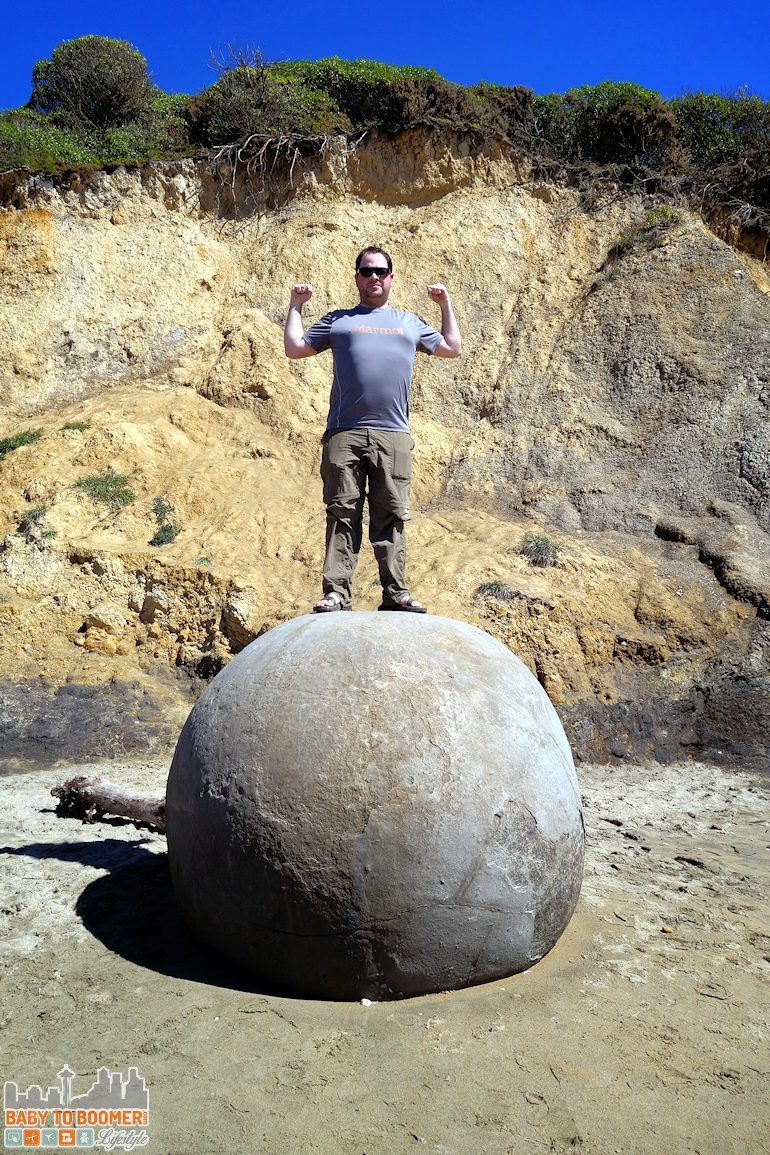 Travel New Zealand - Moeraki Boulders goofing around