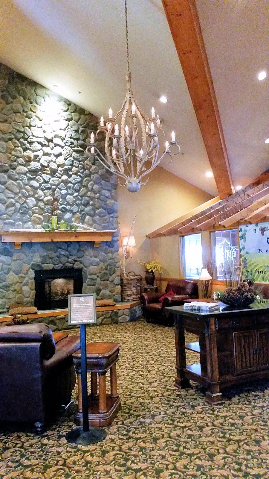 Icicle Inn Leavenworth Lobby