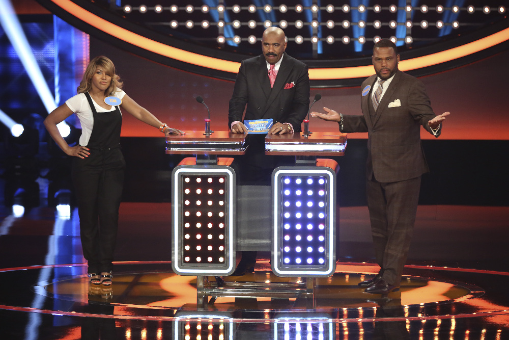"CELEBRITY FAMILY FEUD - ""Anthony Anderson vs Toni Braxton and Monica Potter vs Curtis Stone"" - The series premiere of ""Celebrity Family Feud"" will feature actor Anthony Anderson's (""black-ish"") family vs. 7-time Grammy Award-winning artist Toni Braxton and her sisters; and in a separate game, family members from Australian celebrity chef Curtis Stone and actress Monica Potter will spar off against each other to win money for a charity of their choice. Hosted by Steve Harvey, the highly popular multi-hyphenate standup comedian, actor, author, deejay and Emmy Award-winning talk-show and game-show host, ""Celebrity Family Feud"" premieres on SUNDAY, JUNE 21 (8:00-9:00 p.m., ET/PT) on the ABC Television Network. (ABC/Adam Taylor) TONI BRAXTON, STEVE HARVEY, ANTHONY ANDERSON"