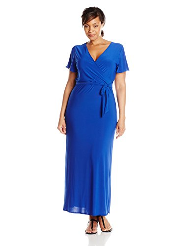 Possibly the most perfect maxi dress for a plus size woman.