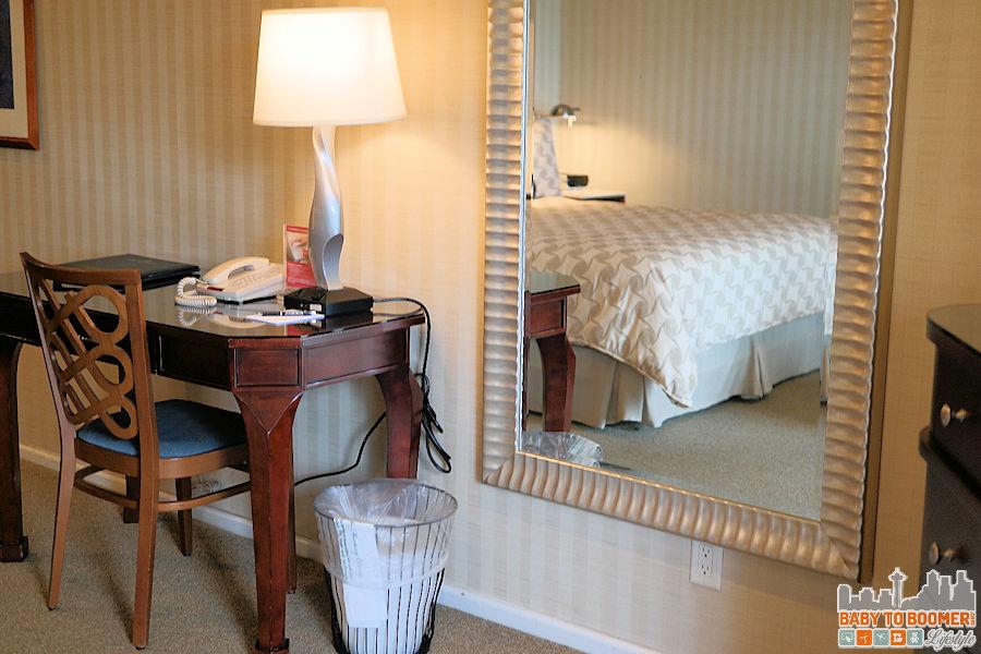 Monterey Bay Inn - Room Decor