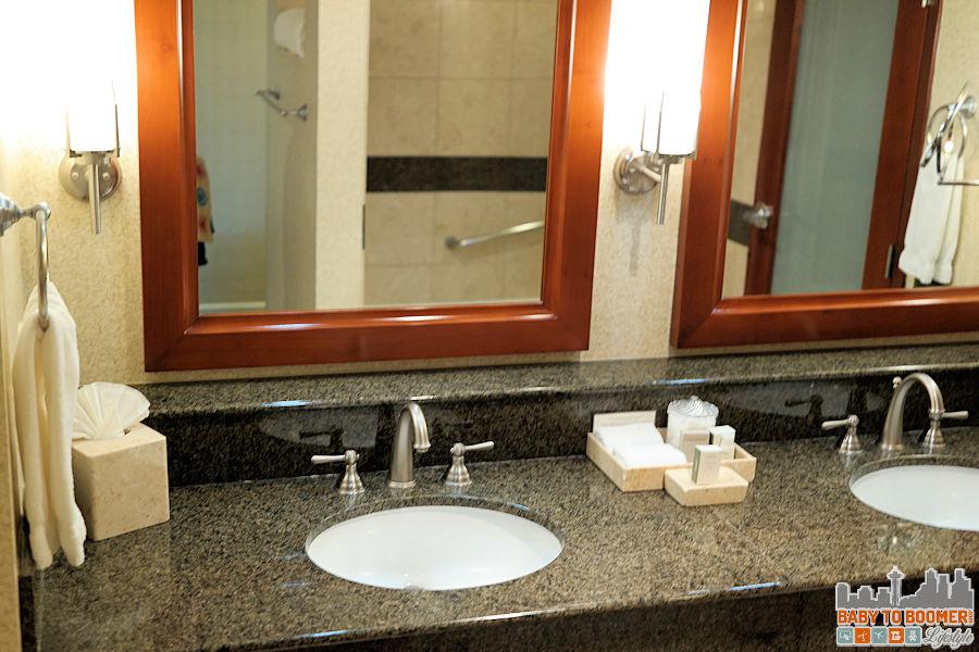 Monterey Bay Inn - Bathroom