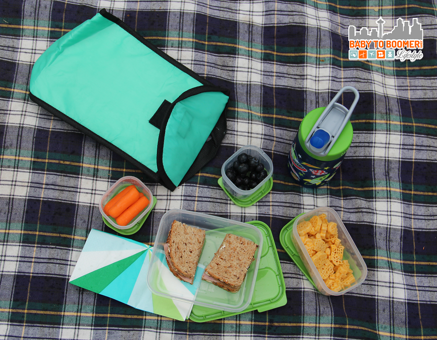 Make lunch quick and easy on the go with Rubbermaid LunchBlox #BloxOff