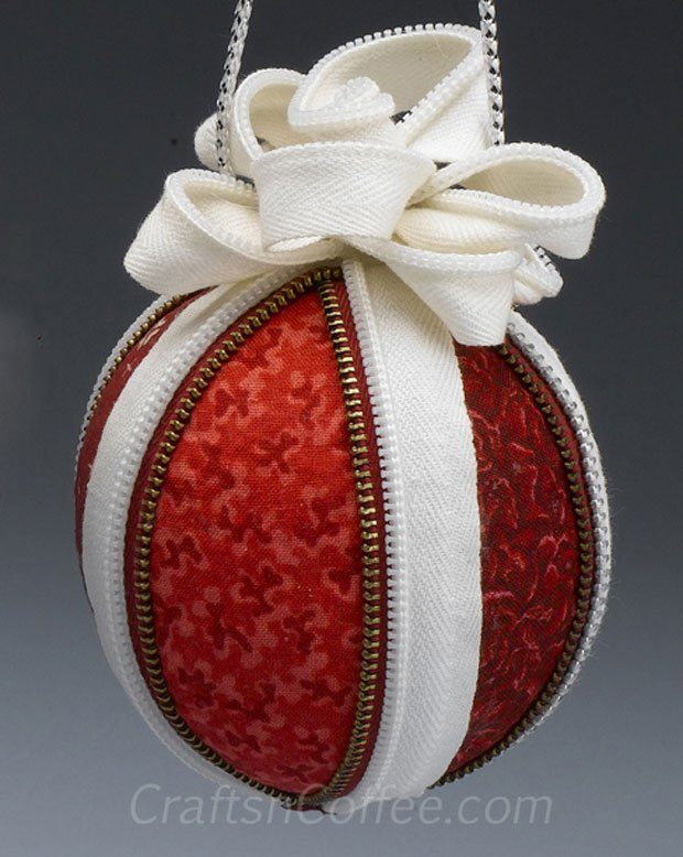 DIY Zipper & Fabric Christmas Ornament