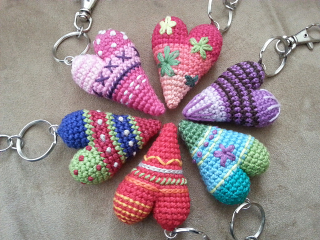 3D Heart Pattern with embroidery accents - a free crochet pattern by Herz gehakelt
