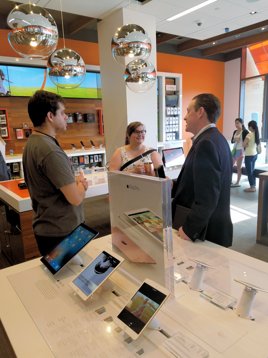New AT&T Store in Lincoln Square Mall - Bellevue, WA - Store of the Future - #attseattle ad