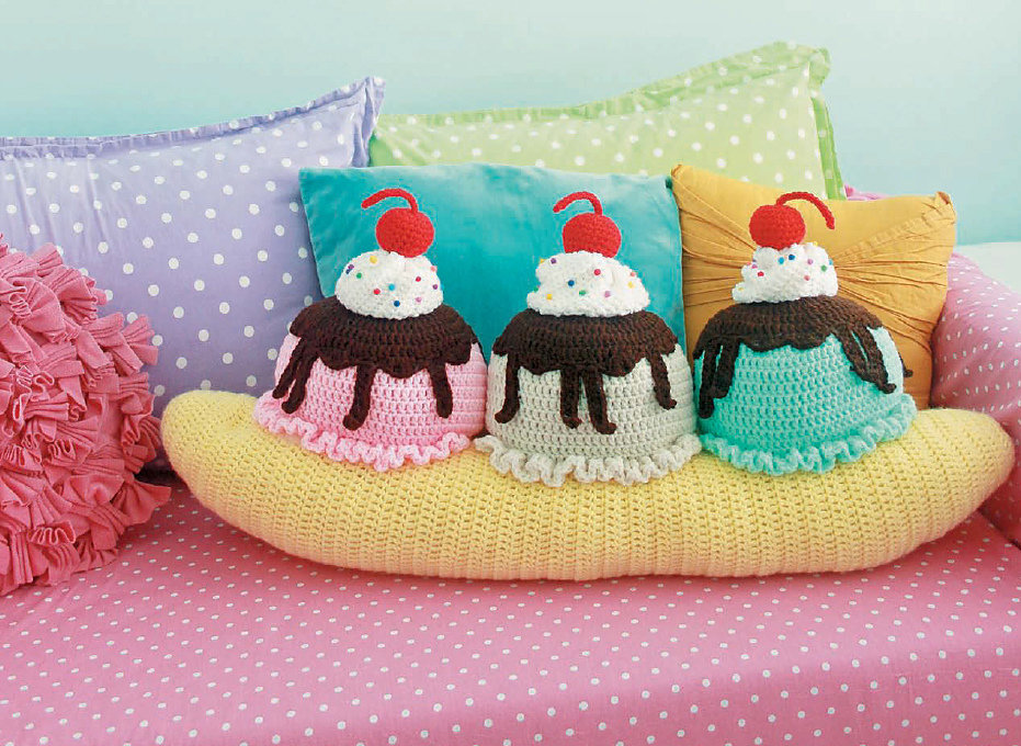 Twinkie Chan's Crocheted Abode a la Mode: 20 Yummy Crochet Projects for Your Home Banana Split Throw Pillow