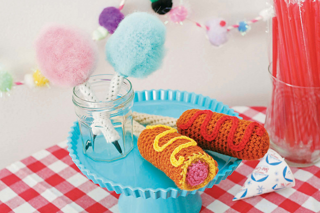 Twinkie Chan's Crocheted Abode a la Mode: 20 Yummy Crochet Projects for Your Home Corn Dog Pen Cozy