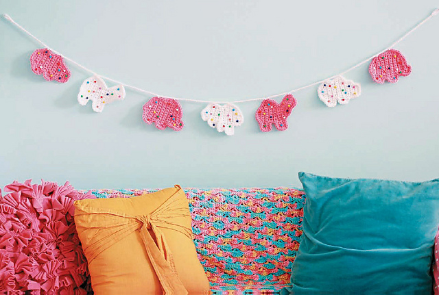Twinkie Chan's Crocheted Abode a la Mode: 20 Yummy Crochet Projects for Your Home Frosted Animal Crackers Cookies garland
