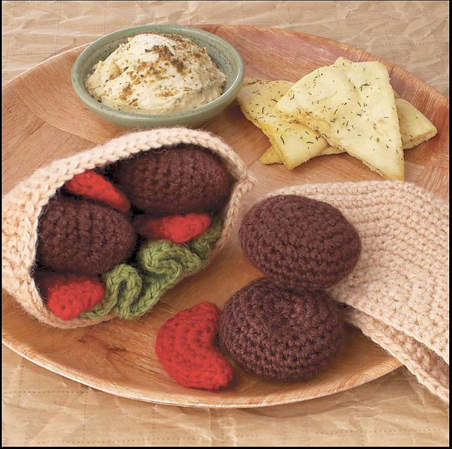 Yummi Gurumi Over 60 Gourmet Crochet Treats to Make - Pattern Pita Pocket, veggies, & falafel