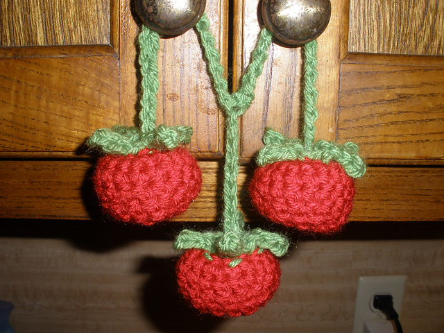 Yummi Gurumi Over 60 Gourmet Crochet Treats to Make - Pattern Vine Ripened Tomatoes (cherry tomato)