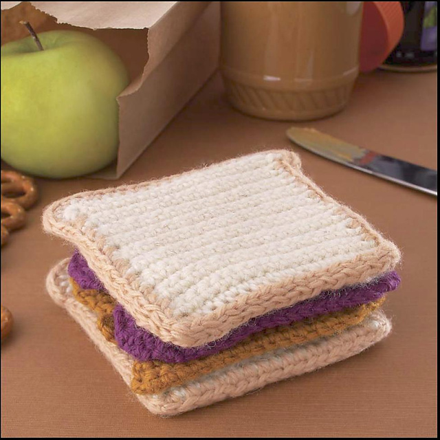 Yummi Gurumi Over 60 Gourmet Crochet Treats to Make - Pattern Peanut Butter & Jelly Sandwich