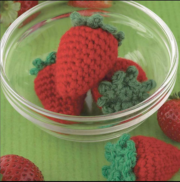 Yummi Gurumi Over 60 Gourmet Crochet Treats to Make - Pattern whole strawberry