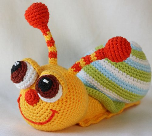 GET THE FREE CROCHET PATTERN HERE - Pop-eyed Snail from Amigurumi Today