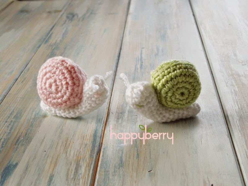 GET THE FREE CROCHET PATTERN (with video tutorial) HERE - Crochet Micro Miniature Snail by happyberry