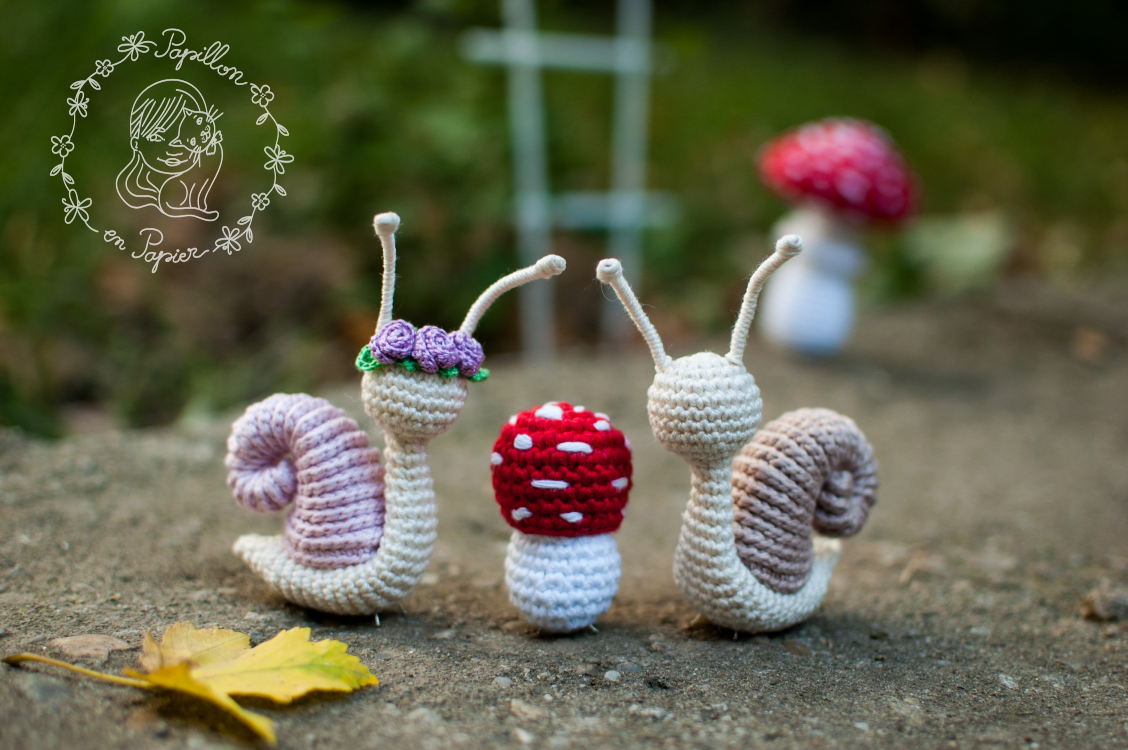 GET THE FREE AMIGURUMI CROCHET PATTERN HERE - Snails & Mushrooms by papillon en papier