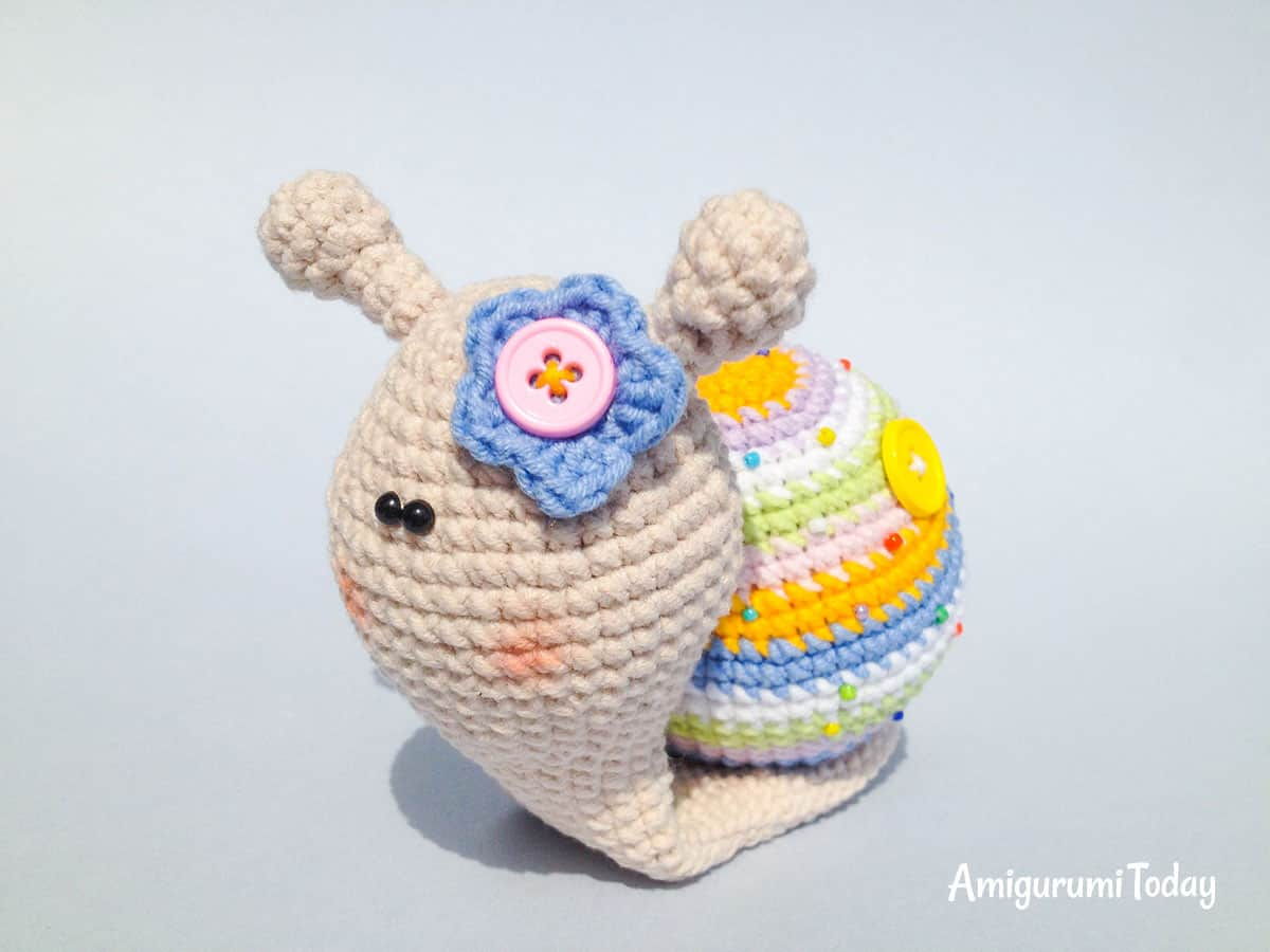 GET THE FREE AMIGURUMI CROCHET PATTERN HERE - Lady Snail from Amigurumi Today